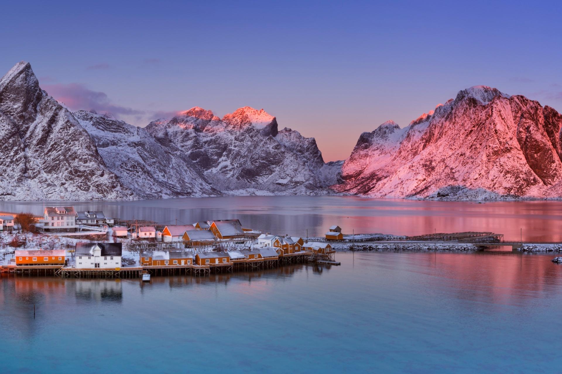 ロフォーテン諸島レーヌ村の冬の夕暮れの風景 ノルウェーの風景