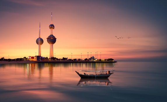 夕暮れのクウェート・タワーと船のある風景 クウェートの風景