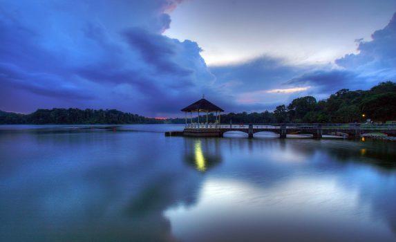 夕暮れの湖の風景 シンガポールの風景