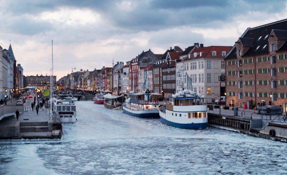 冬の夕方のニューハウンの風景 デンマークの風景