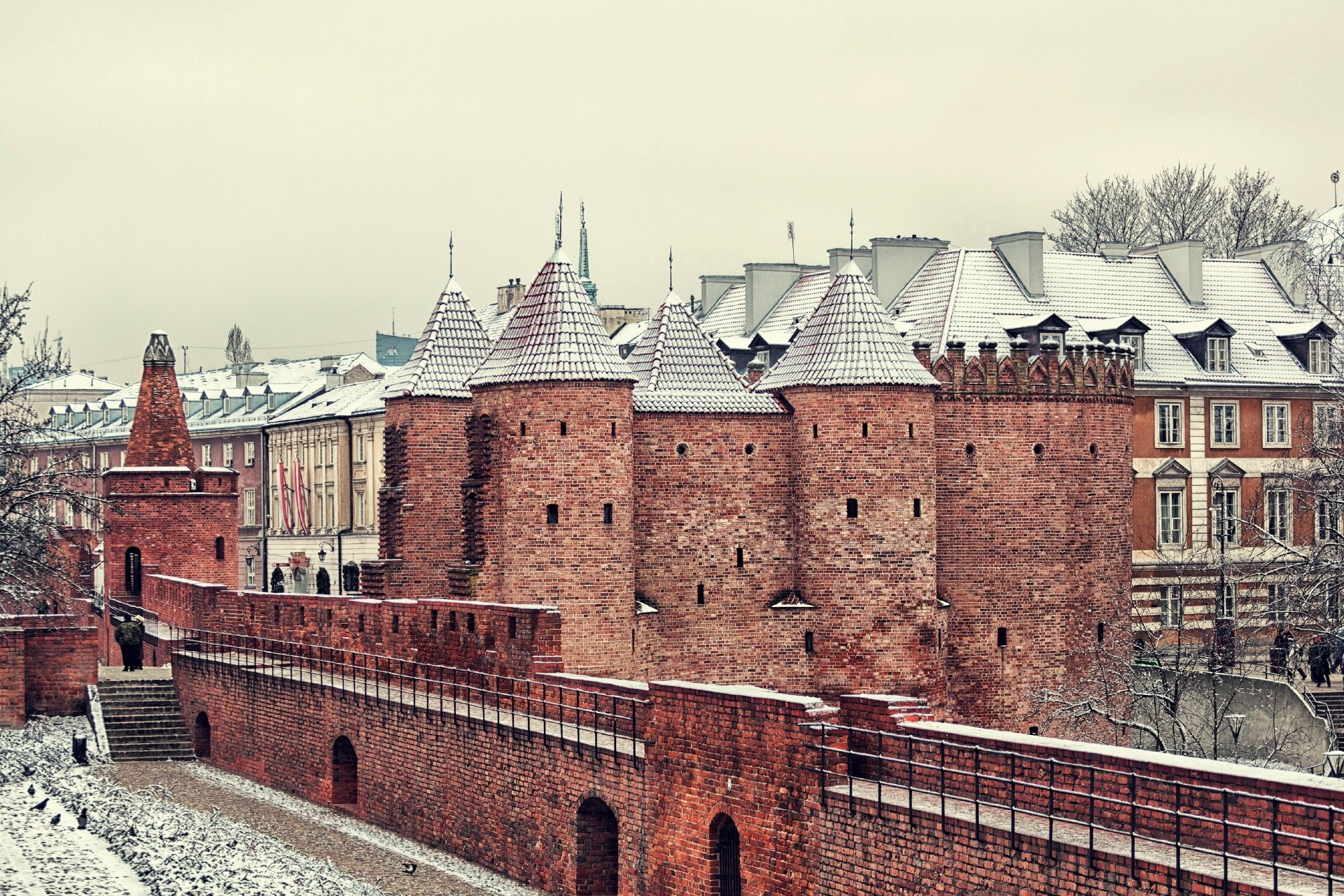冬のワルシャワ バービカン要塞 ポーランドの風景