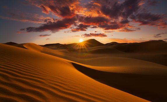 サハラ砂漠の夕日 夕暮れのサハラ砂漠の風景