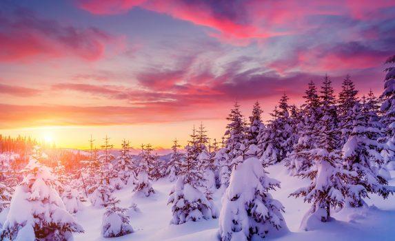 夕暮れのカルパティア山脈 ウクライナの風景