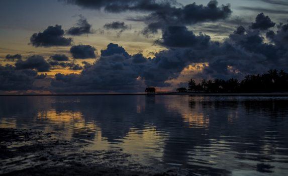 タラワラ・グーンの夕暮れ キリバスの風景