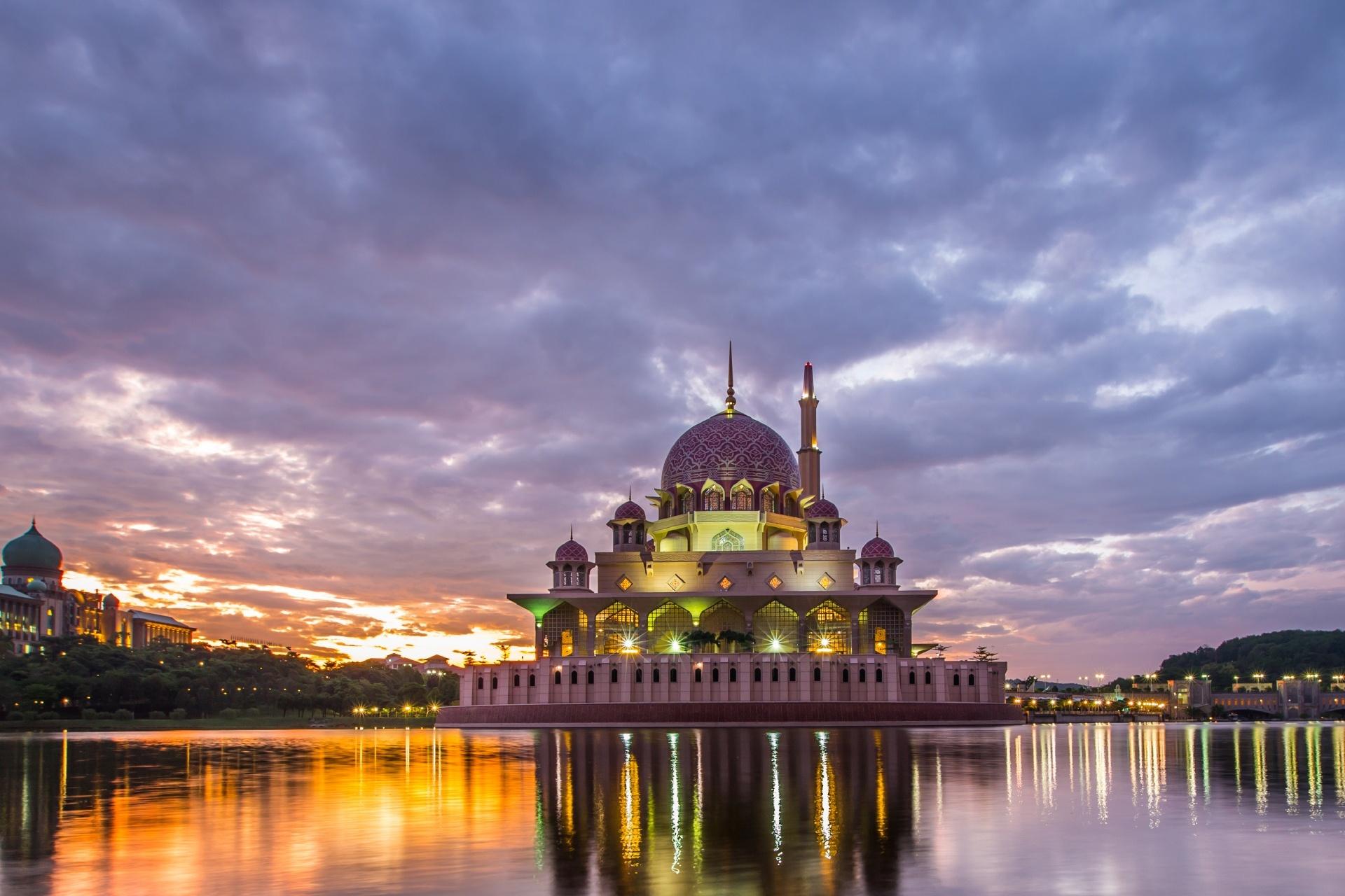 夜明けのプトラ・モスク マレーシアの風景