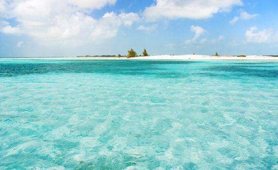 青い海と白い砂浜 カリブ海 キューバの風景