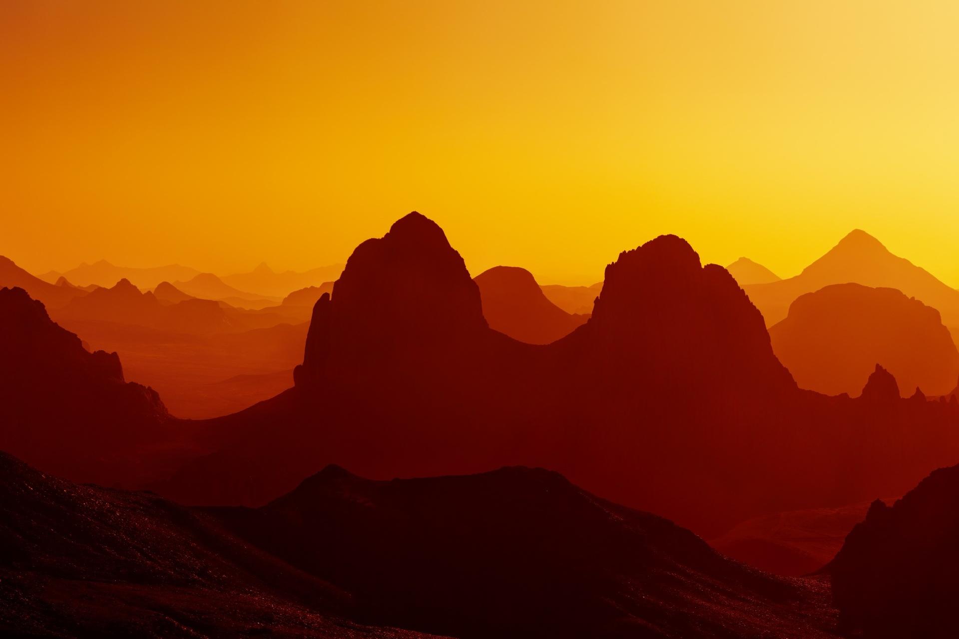 朝焼けのサハラ砂漠の風景 アルジェリアの風景
