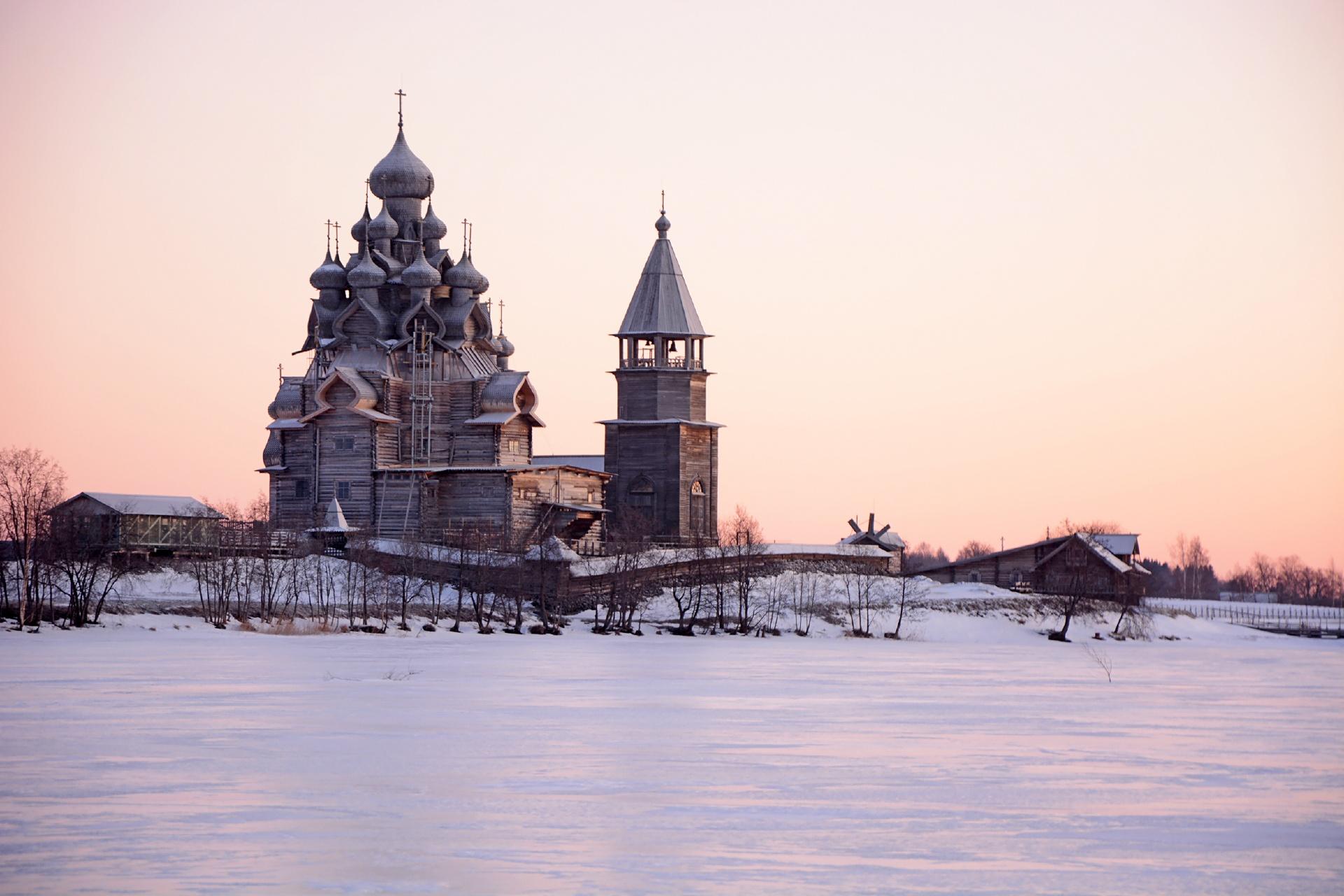 冬の夕暮れのキジ島の眺め カレリア共和国 ロシアの風景