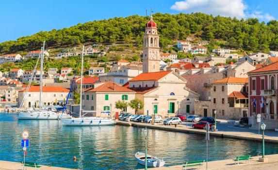 ブラチ島 プチシュチャの港の風景 クロアチアの風景