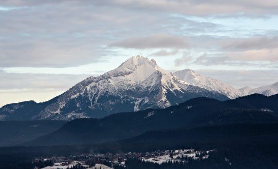 冬の高タトラ山脈 ザコパネ ポーランドの風景