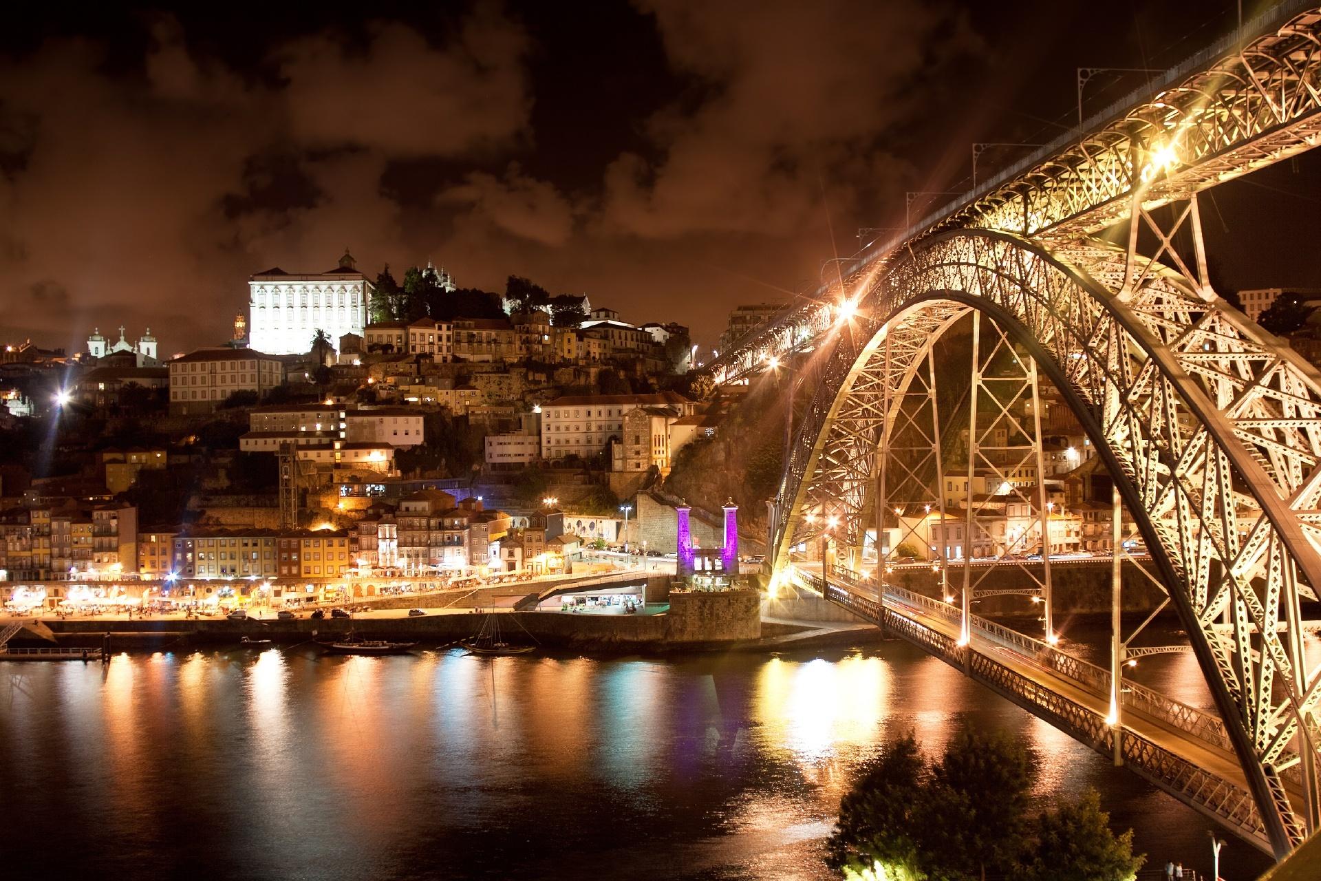 夜のドン・ルイス1世橋 ポルトガルの風景