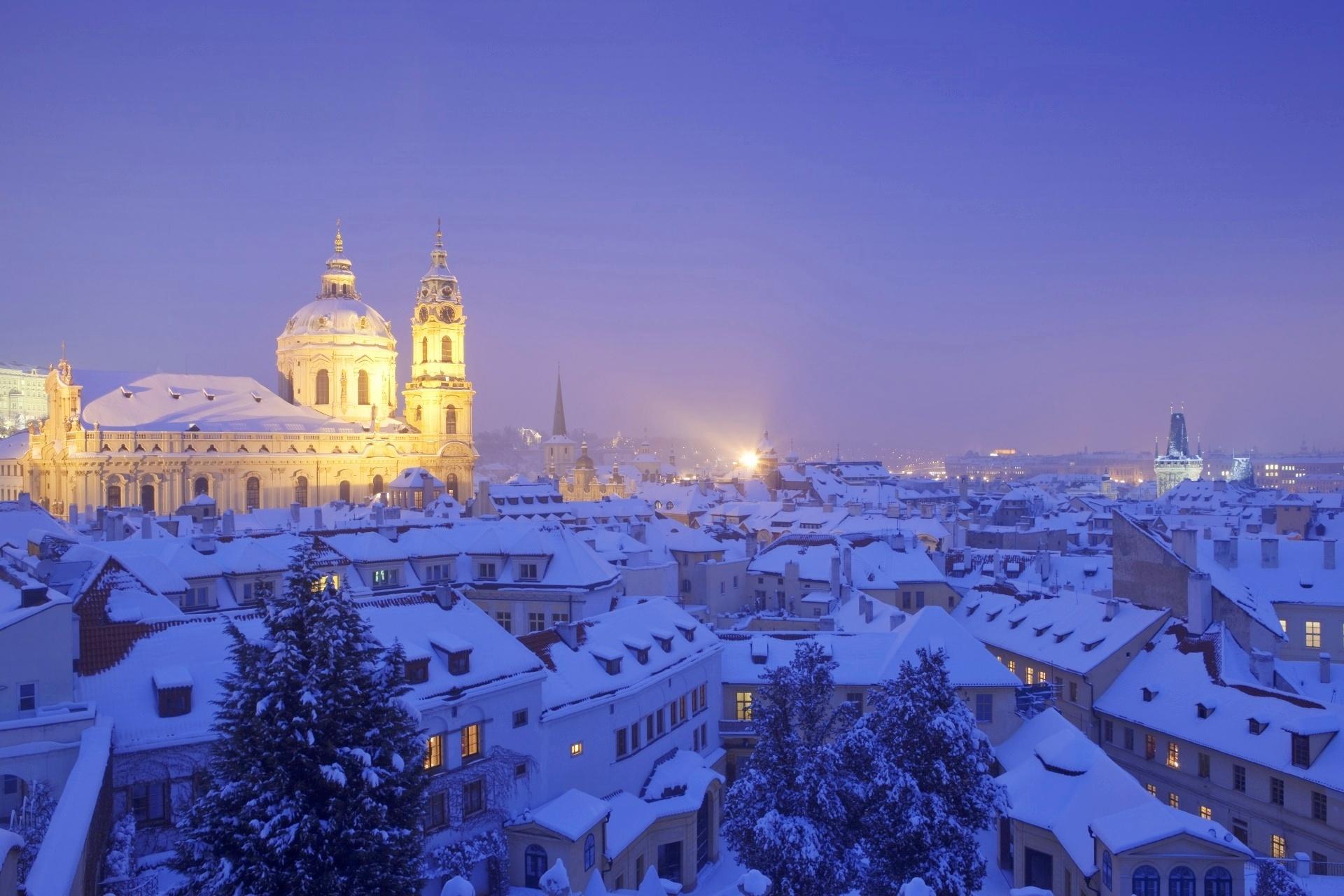 冬のプラハの風景 セント・ニコラス教会とマラー・ストラナ チェコの風景