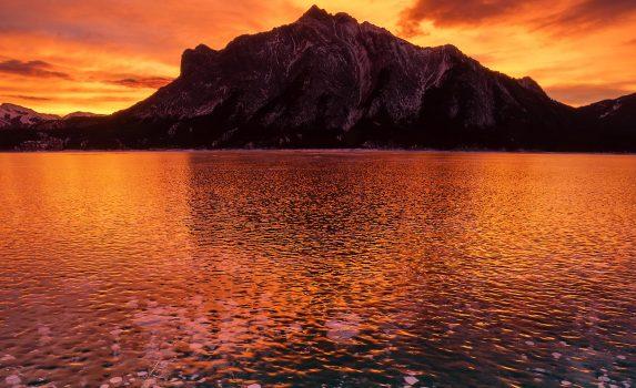 冬の朝のアブラハム湖 カナダの風景