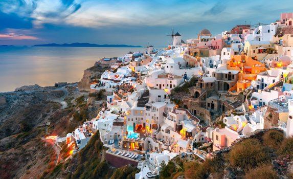 夕暮れのサントリーニ ギリシャの風景