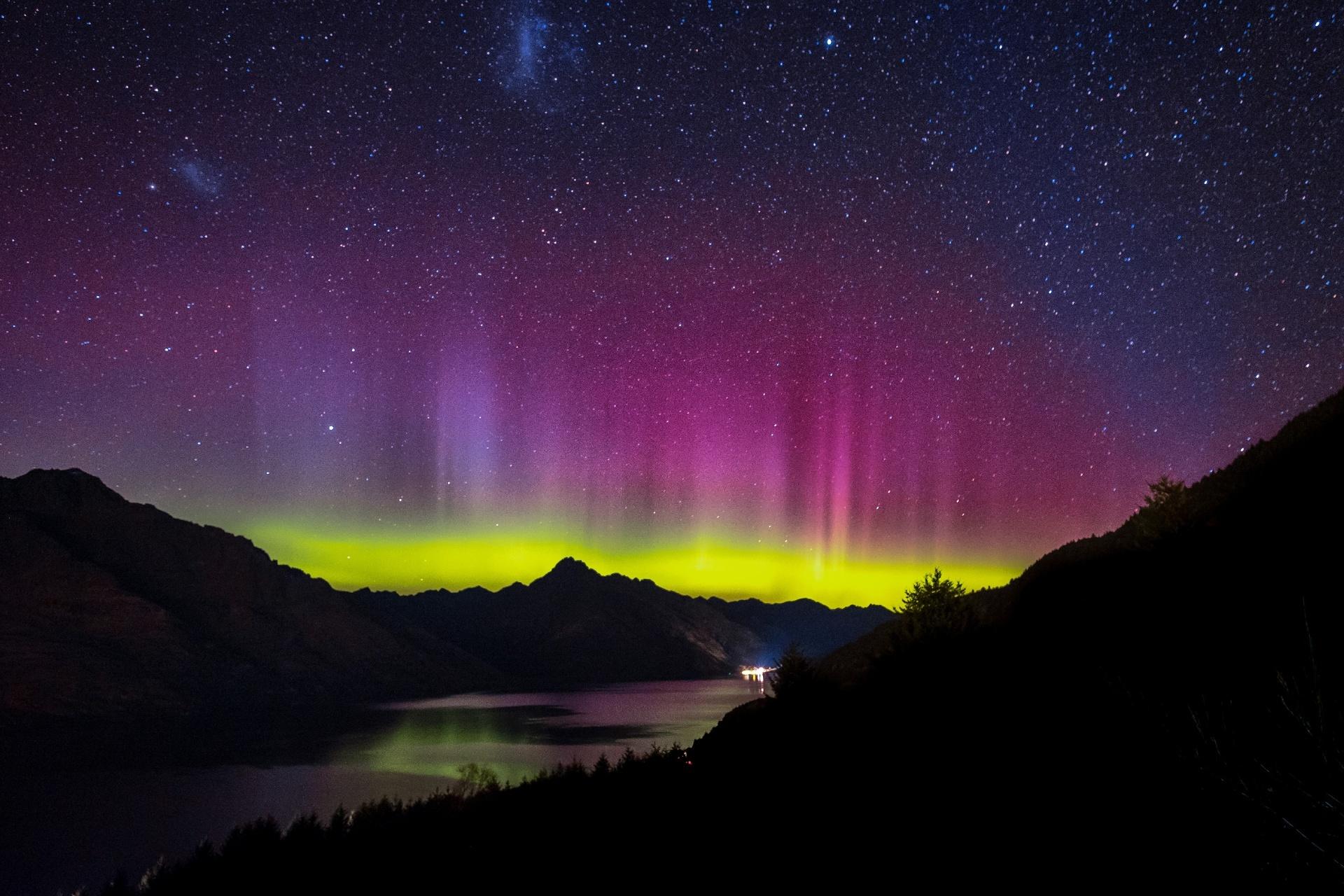 クイーンズタウンのオーロラの風景 ニュージーランドの風景