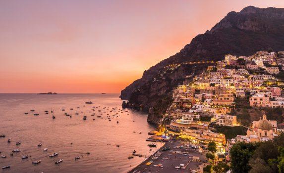 夕方のポジターノの風景 イタリアの風景