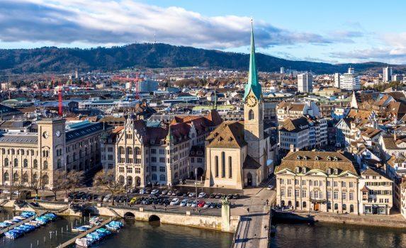 空から見たチューリッヒ旧市街 スイスの風景