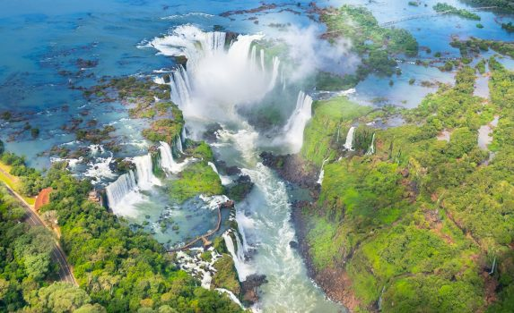 空から見るイグアスの滝