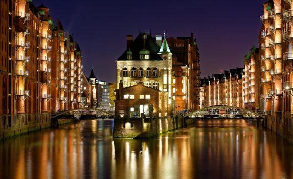 夜のハンブルクの倉庫街 ドイツの風景