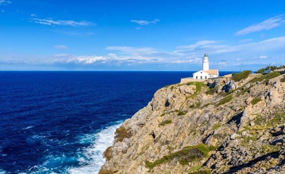 カラ・ラトハダの灯台 マヨルカ島 スペインの風景