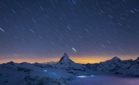 夜のツェルマット 星空とマッターホルンの風景 スイスの風景