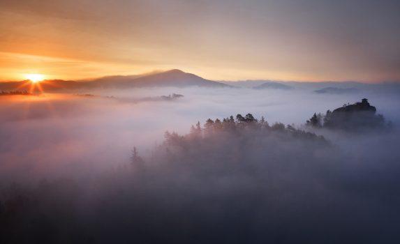 朝のチェコ ボヘミアンスイスの風景 チェコの風景