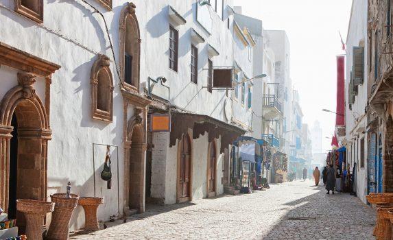 霧の朝のエッサウィラ 旧市街の風景 モロッコの風景