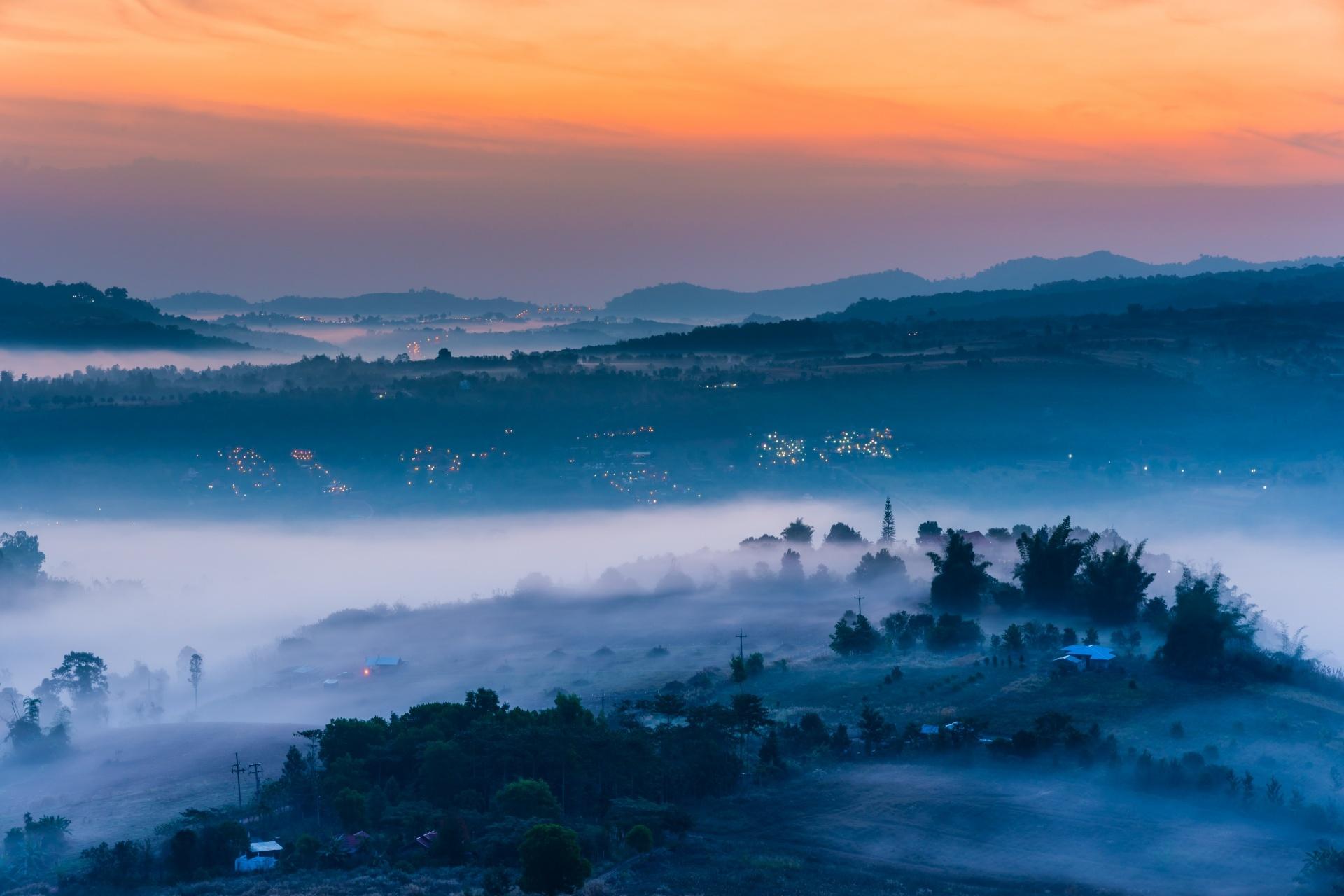 カオタキィアンから見る霧の朝の風景 タイの風景