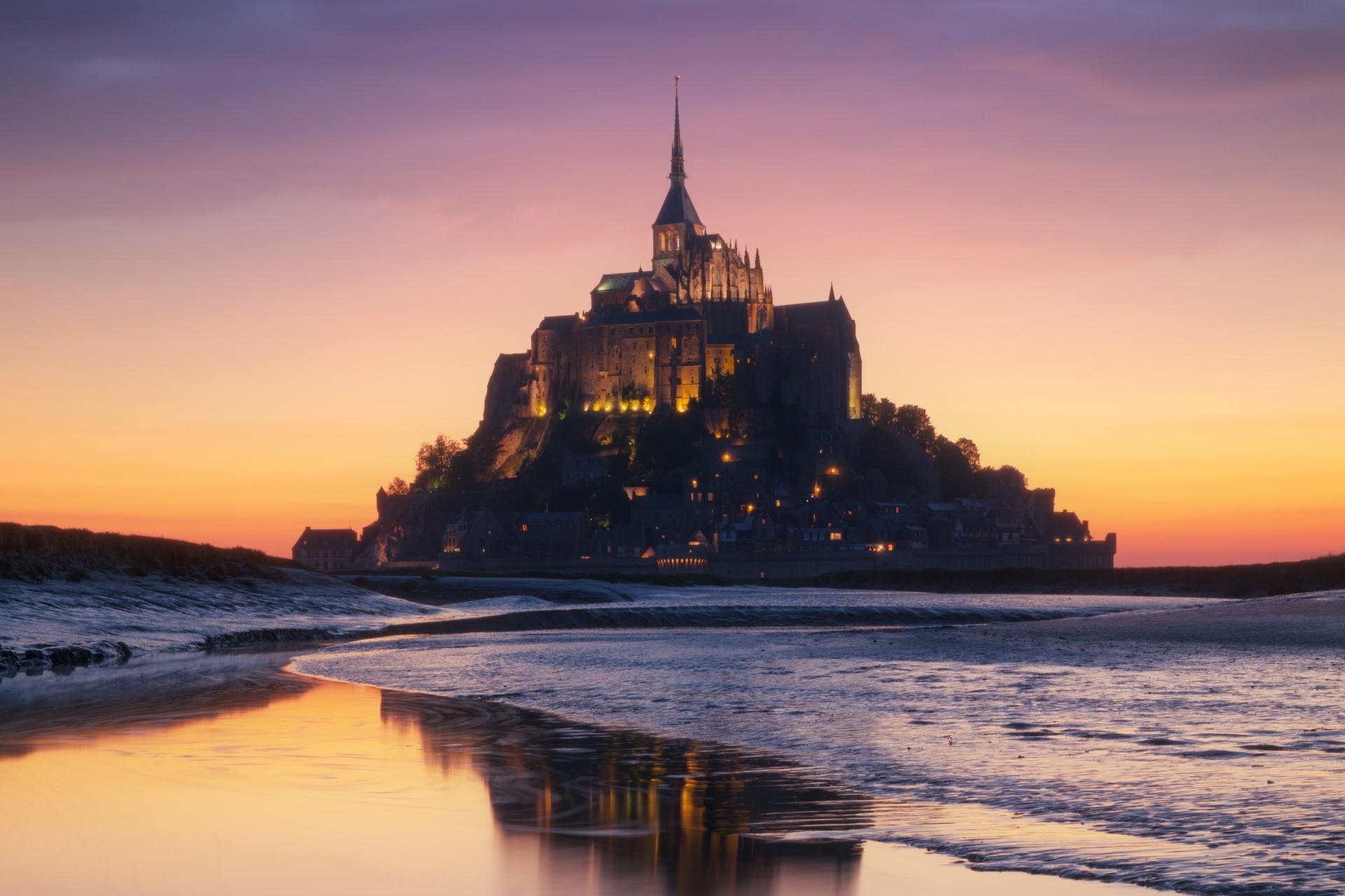 モンサンミッシェルのトワイライト風景 フランスの風景