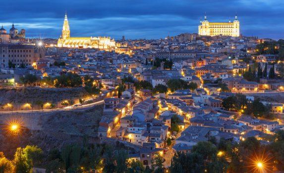 夜のトレドの旧市街 スペインの風景