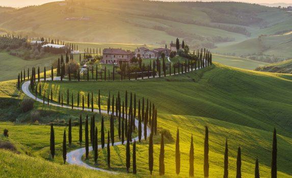 イタリアの田園風景 春のトスカーナの風景
