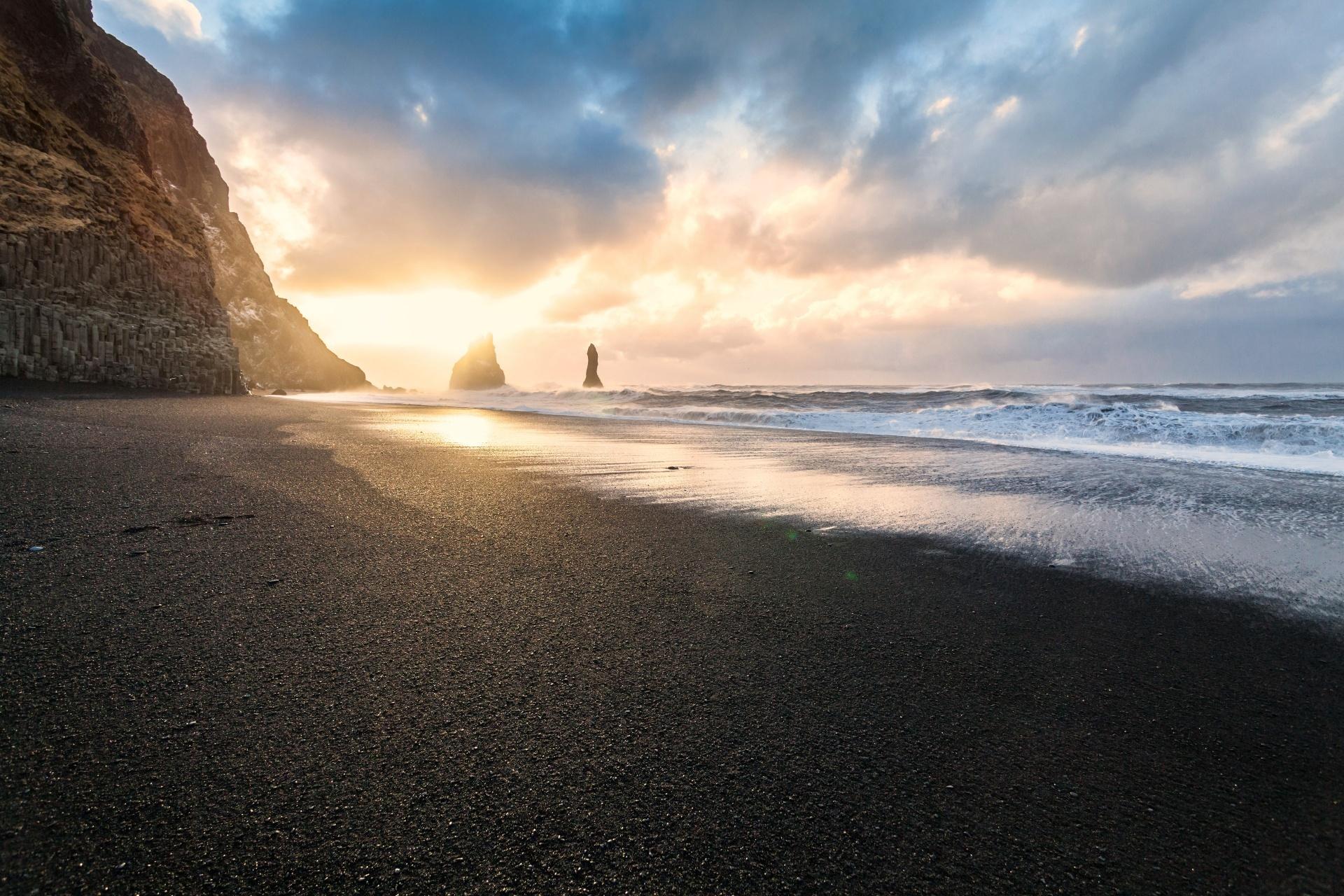 レイニスフィヤラの朝の風景 アイスランドの風景