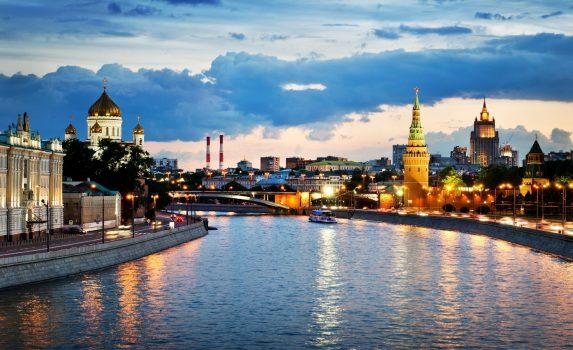 モスクワのトワイライト風景 モスクワ川橋とクレムリンの風景 ロシアの風景