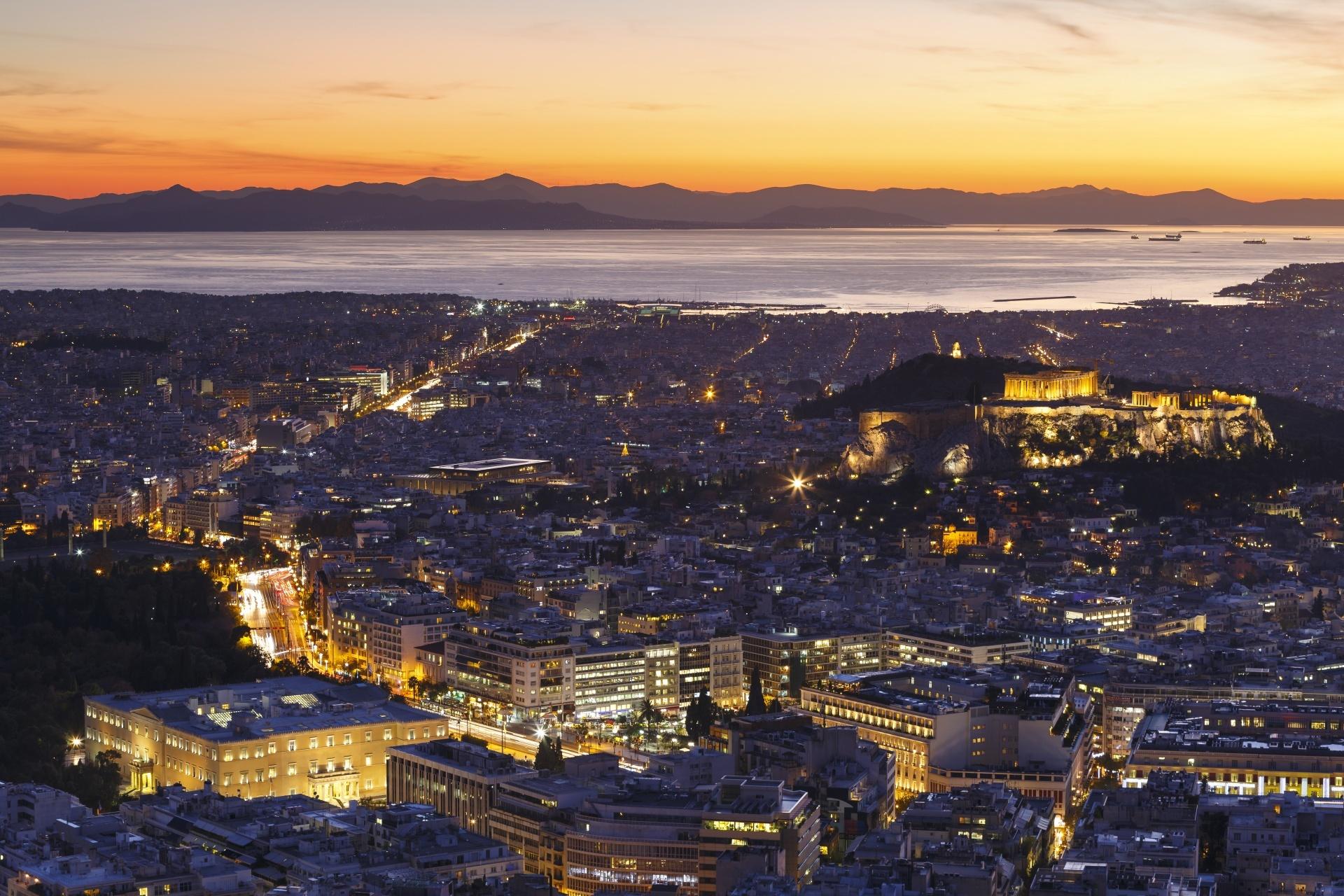 夕暮れのアクロポリスとアテネの町並み ギリシャの風景