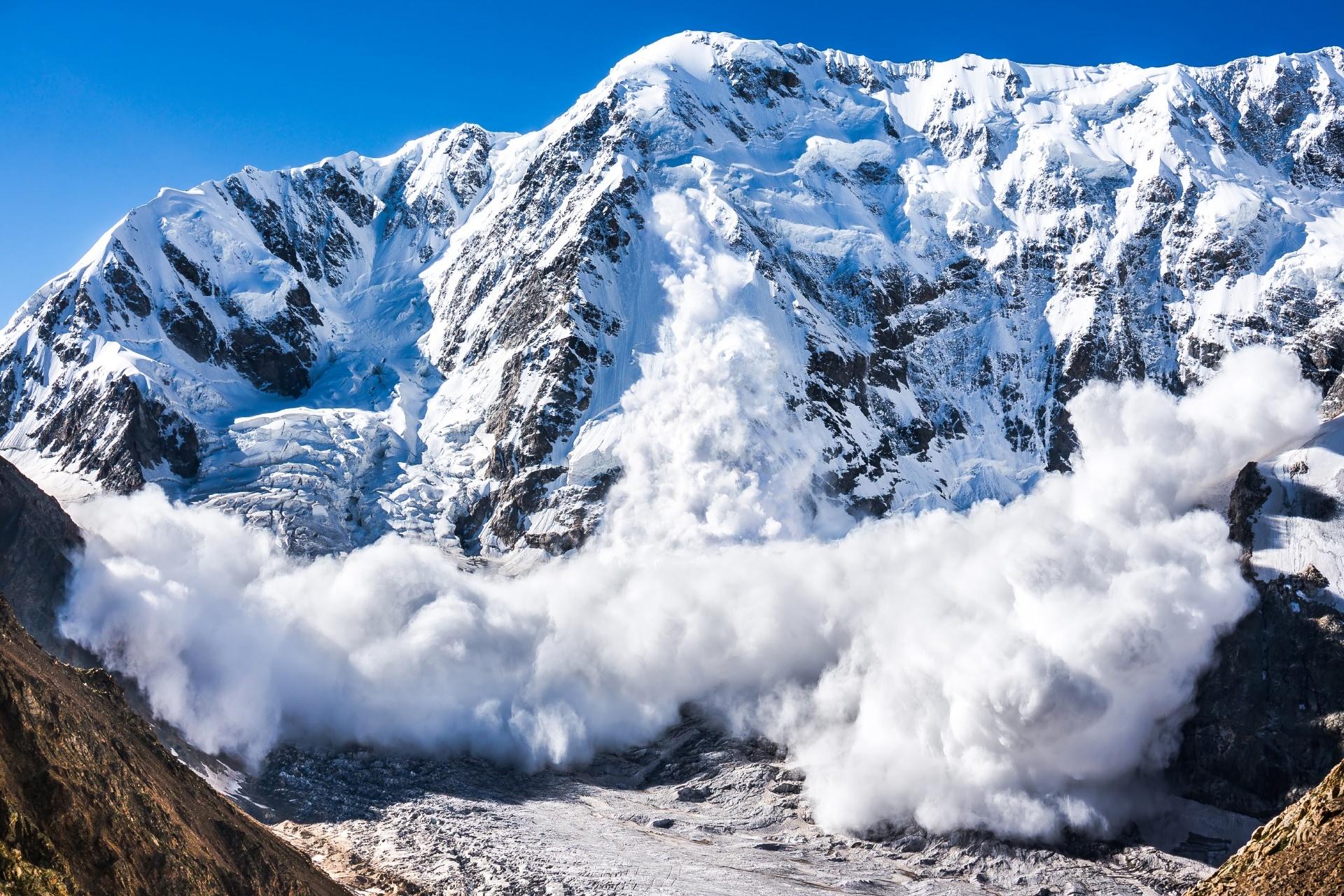 シュハラ山の雪崩 ロシアの風景