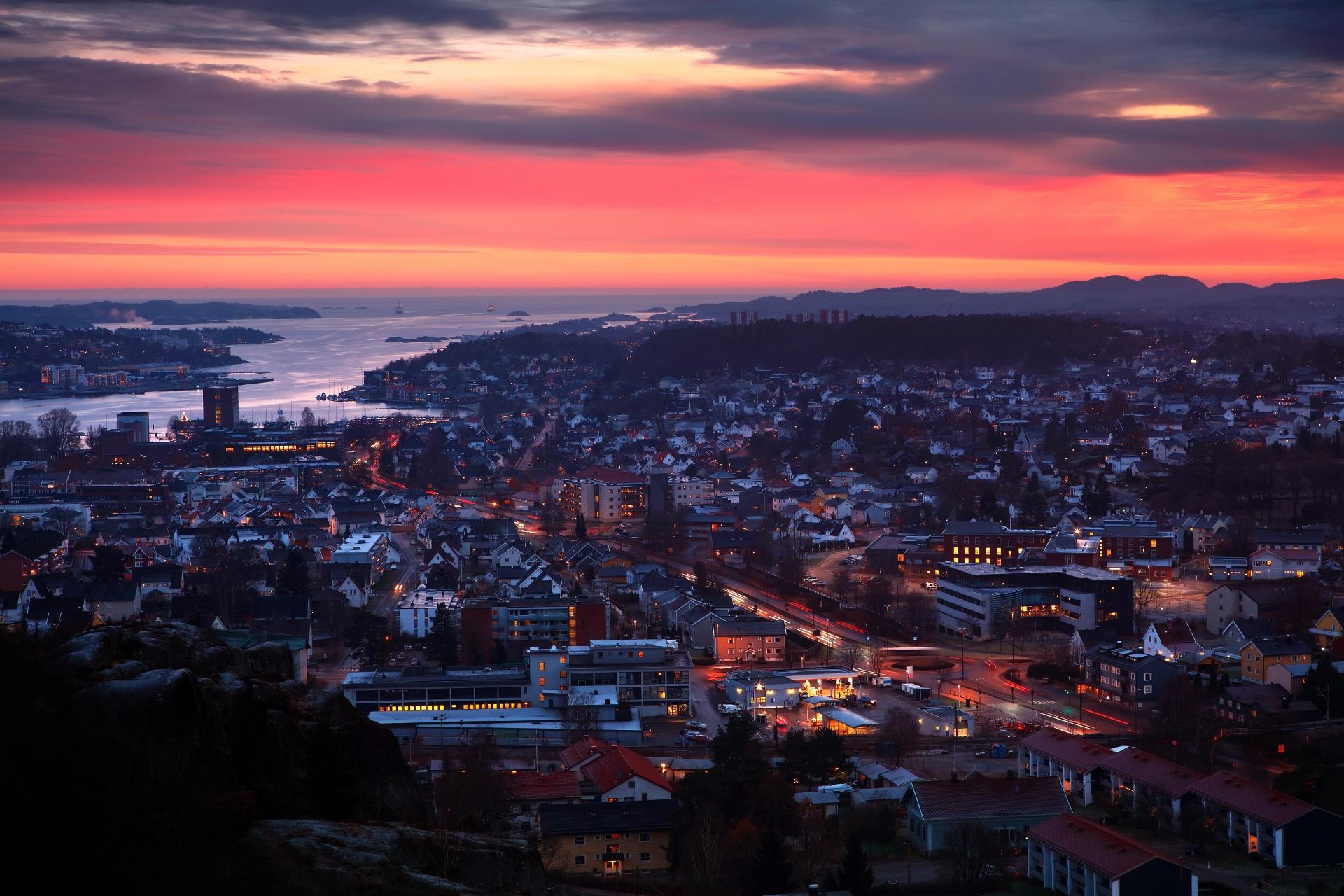 夕暮れのサンデフィヨルドの風景 ノルウェーの風景