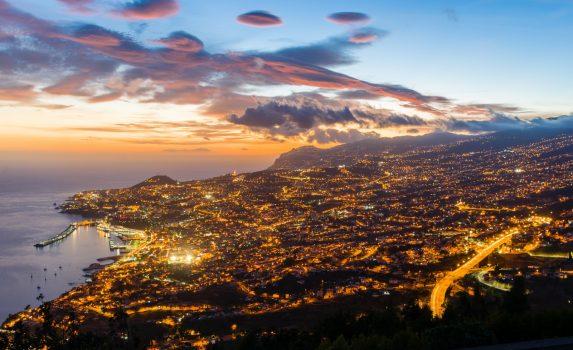夕暮れのフンシャルの風景 マデイラ島 ポルトガルの風景