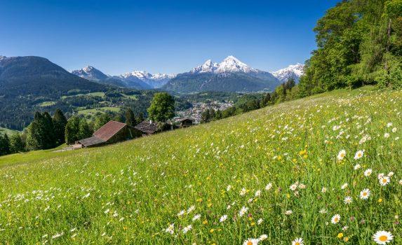 夢のような風景 バイエルンアルプスの春の風景 ドイツの風景
