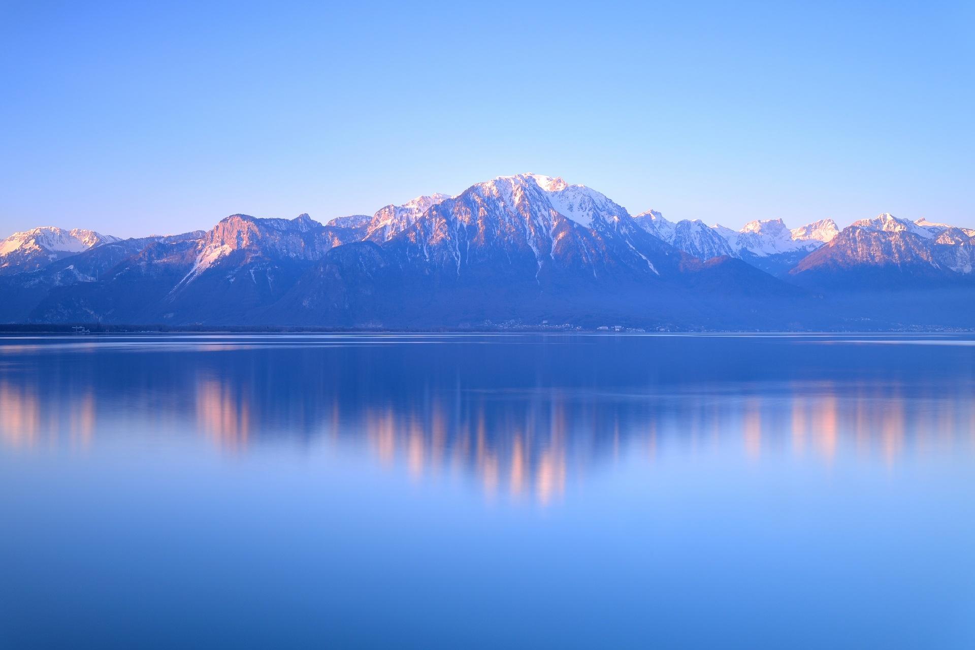 アルプスとジュネーブ湖の風景 スイスの風景