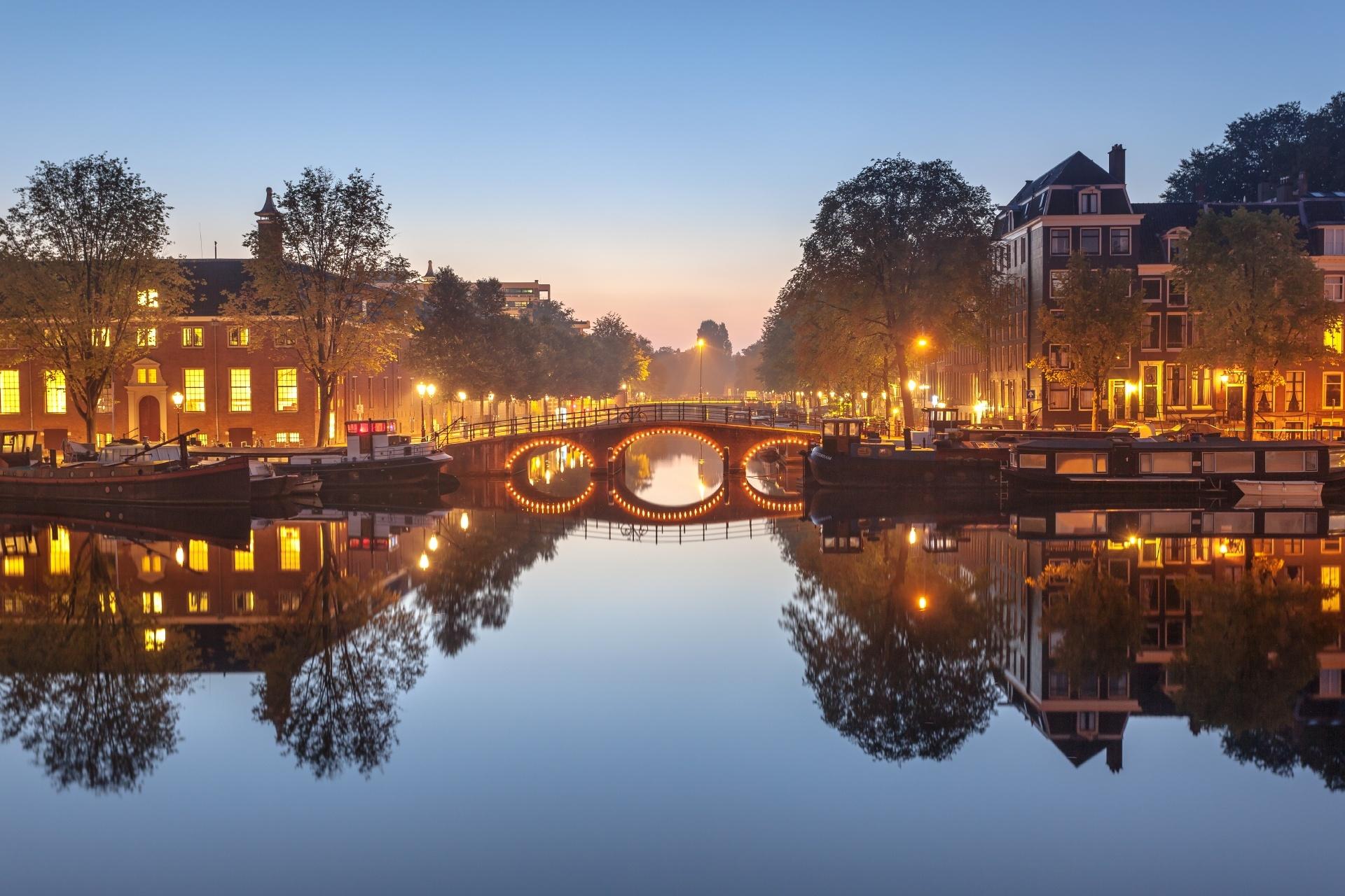 夕暮れのアムステルダム オランダの風景