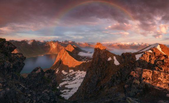 虹の風景 夕暮れのセンジャ島 ノルウェーの風景
