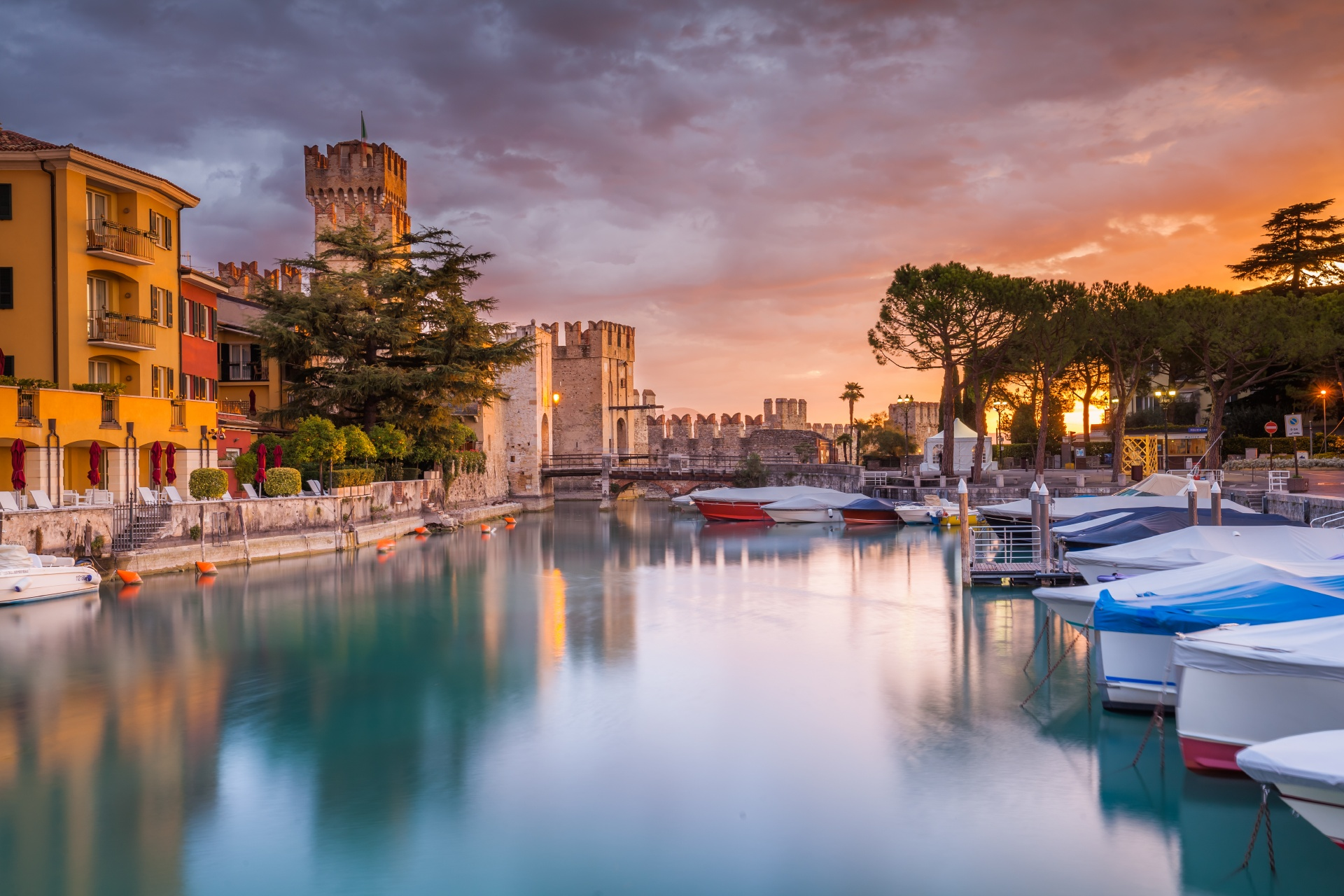 シルミオーネの港 ガルダ湖 イタリアの風景
