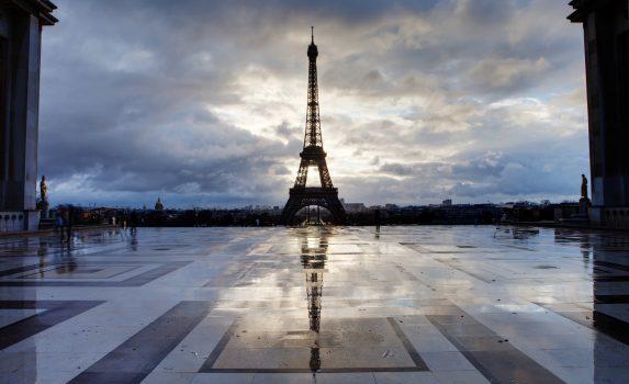 雨上がりのパリ エッフェル塔 フランスの風景