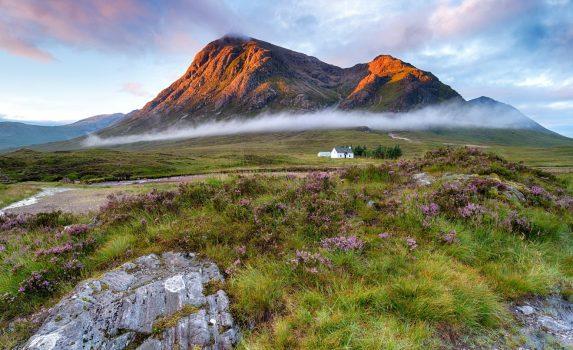 グレンコーの日の出の風景 スコットランド ハイランド地方の風景