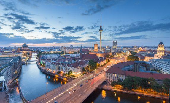 夕暮れのベルリン ドイツの風景