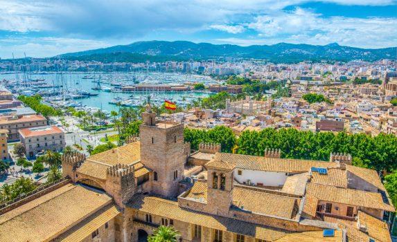 アルムダイナ宮殿とパルマ・デ・マヨルカの風景 スペインの風景