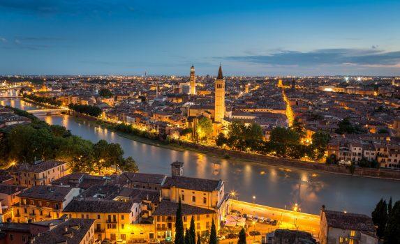 カステル・サン・ピエトロから眺めるヴェローナの街並み イタリアの風景