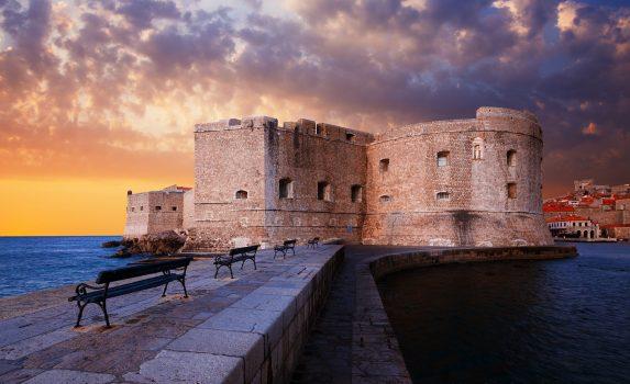 夕暮れの聖イワン要塞 クロアチアの風景