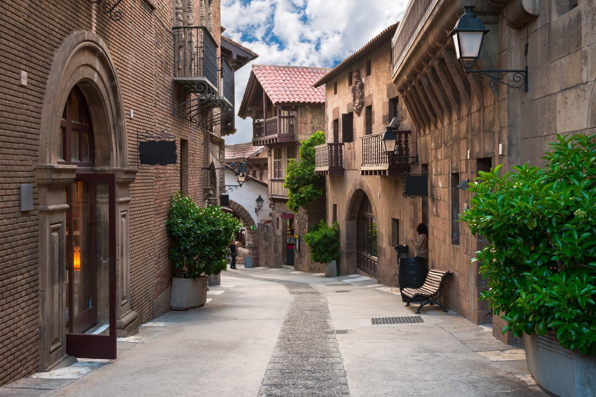 伝統的な建物の並ぶ風景 バルセロナ スペインの風景