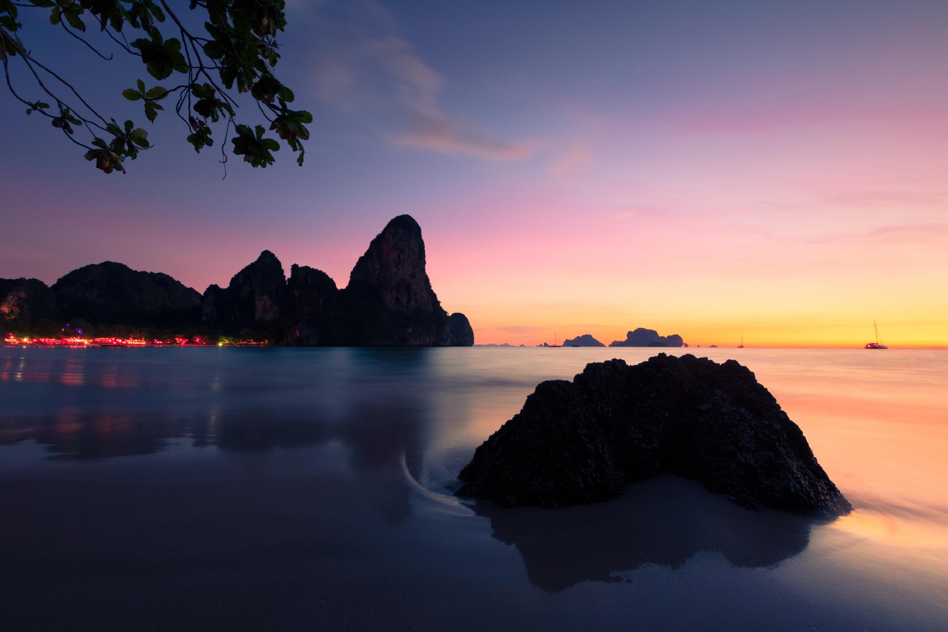 夕暮れのクラビーの浜辺の風景 タイの風景